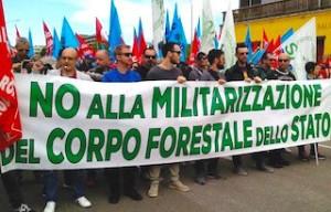 Protesta dei forestali CFS contro l'accorpamento all'Arma dei carabinieri (Provvedimento Madia-Renzi). Foto CGIL